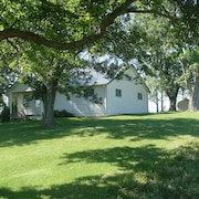 3 Bedroom Farm House Near Ark Encounter on 92 Acres With a Barn, Woods and Creek