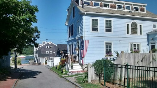 Great Place to stay Fantastic Views in the Heart of Waterfront Historic District! Free Wifi near Warren