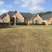 A 5 Bedroom Beautiful Custom Home Located 5miles Away From Downtown Tyler, Tx