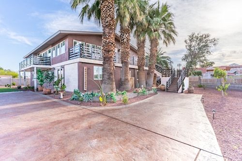 New! Amazing Estate Close to The Strip! Strip Views in the Heart of Chinatown!!
