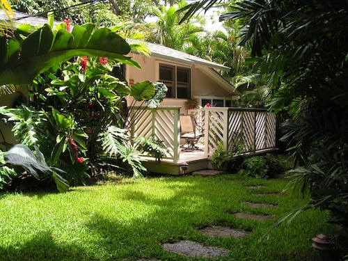 Private Garden Cottage Just Steps To Beautiful Lanikai Beach
