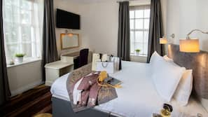 15 bedrooms, in-room safe, desk, iron/ironing board