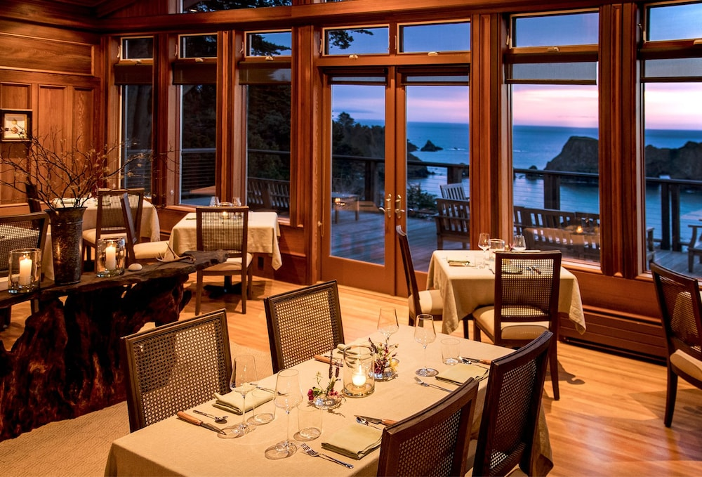 Restaurant, The Harbor House Inn