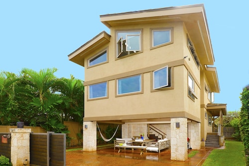 10 Steps to White Sandy Beach & Paia Town. Daily Housekeeping Available Upon req