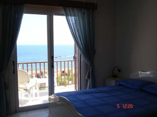 Luxury Beach Front Villa With Private Pool Sat TV & Wifi