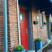 Beautiful Decorated Apartment located in the heart of Downtown Bardstown, KY