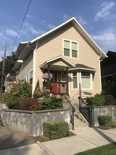 New! Cute Downtown Home
