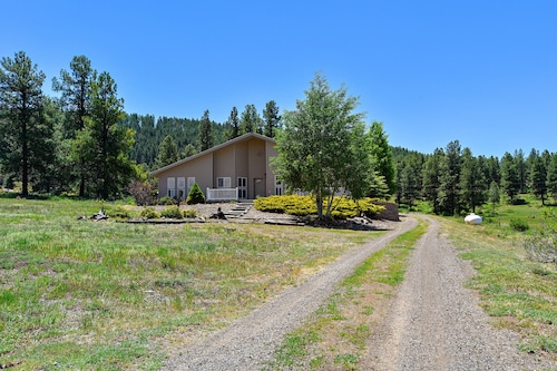 NEW Listing! Spacious House w/ Scenic Views & Entertainment in a Quiet Location!