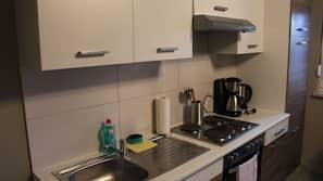 Kühlschrank, Ofen, Herd, Kochgeschirr/Geschirr/Besteck