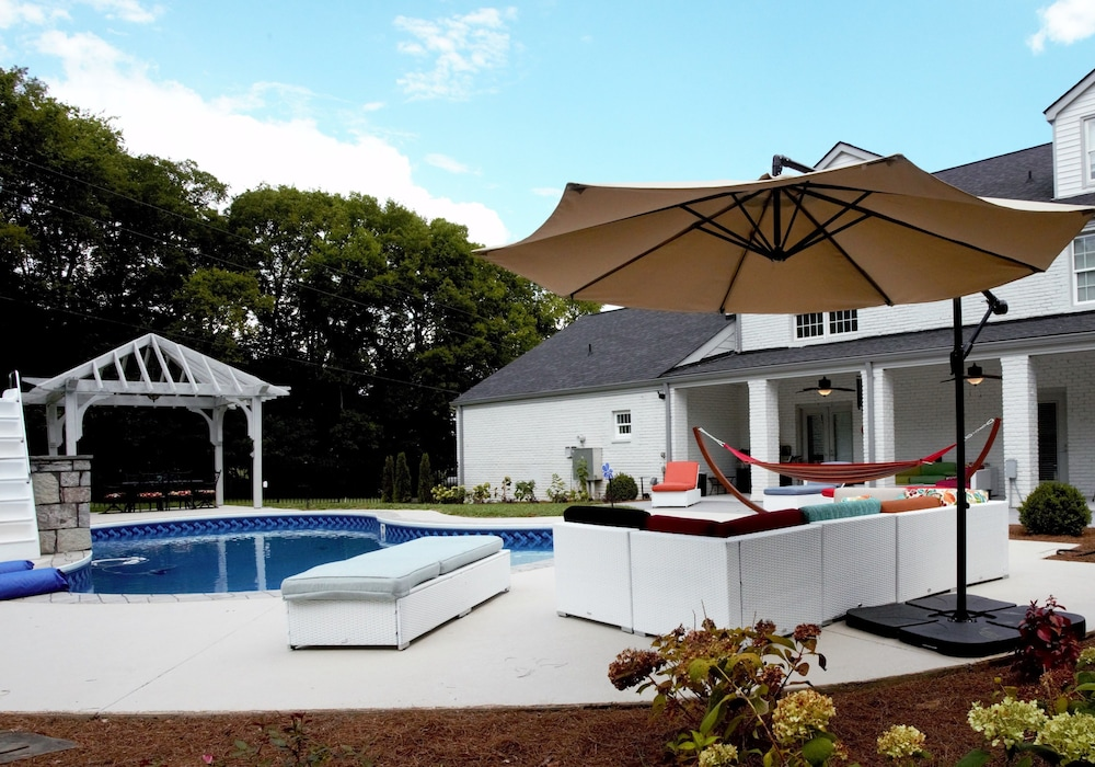 Outdoor Pool, Reunion Stay