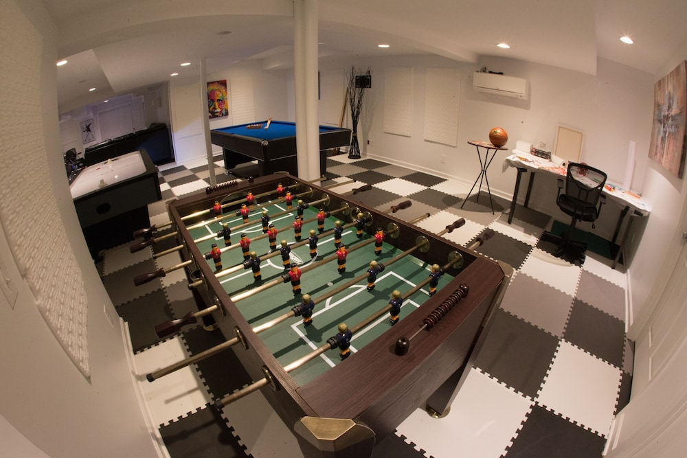 Game Room, Reunion Stay