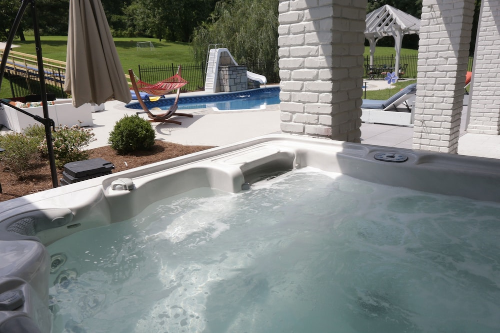Outdoor Spa Tub, Reunion Stay