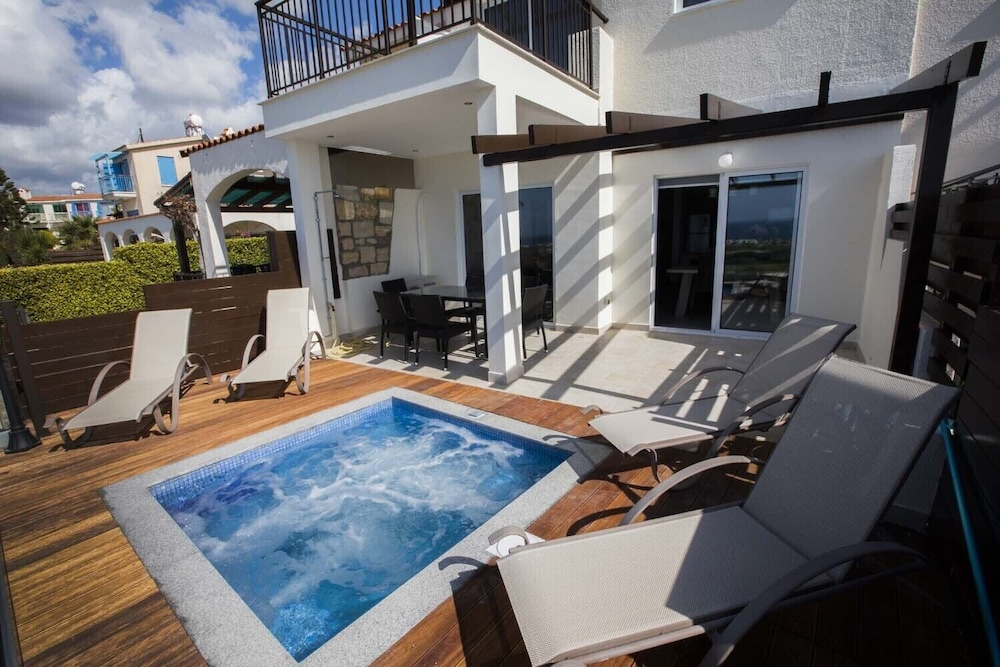 Diamond 17. Luxury Private 3 Bedroom Suite With Private hot ...