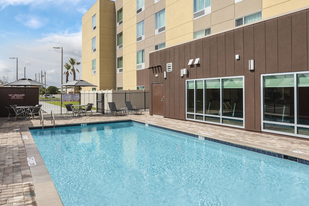 Outdoor Pool, TownePlace Suites by Marriott Titusville Kennedy Space Center