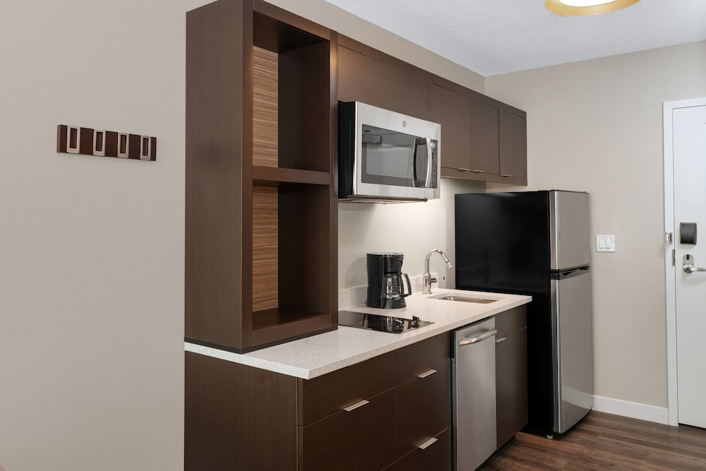Private Kitchen, TownePlace Suites by Marriott Titusville Kennedy Space Center
