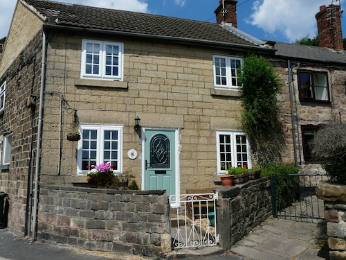 Traditional Stone Cottage in Award Winning Market Town on Edge of Peak District
