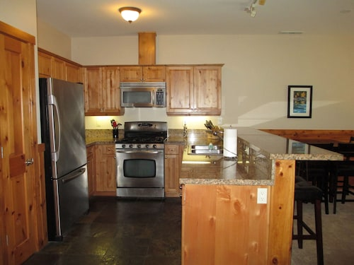 THE Boulders, Easy Access To 80 and 89, Ski Resorts, Tahoe, Downtown Truckee