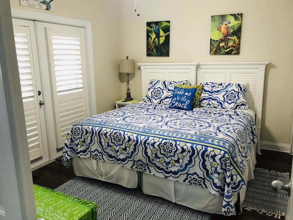 Room, Casa Cove New Beautiful Tropical Decorated 3 King Suites - Sleeps 8 - Pool