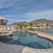New! Lakefront Oasis With Private Pool/spa, Boat and Gorgeous Views!