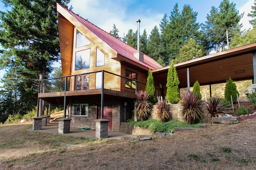 NEW Listing! Equestrian Country Home With Ocean View - Dogs Welcome!