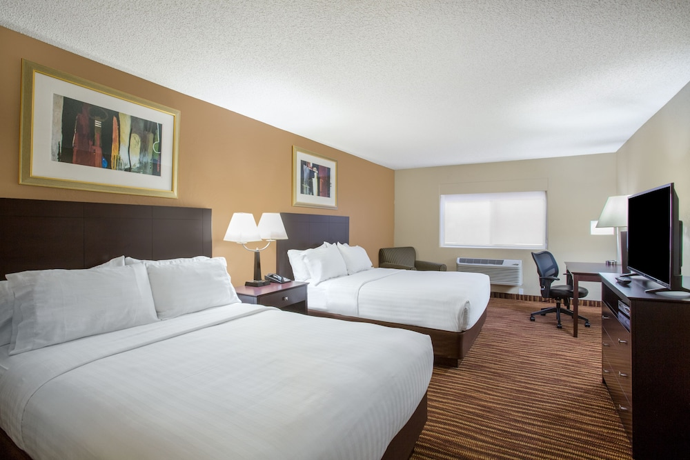 Room, First Choice Inns at the Swell