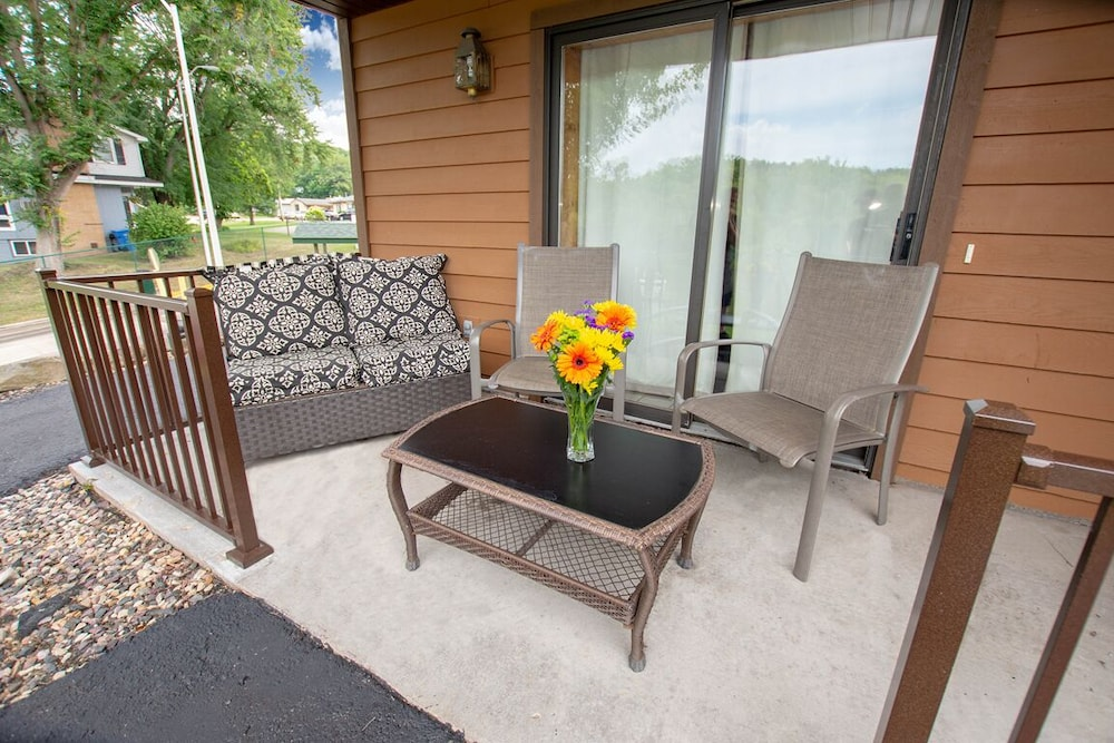 Terrace/Patio, Riverwalk Retreat@dells Vacay Pool Walk to Downtown Dells Waterfront