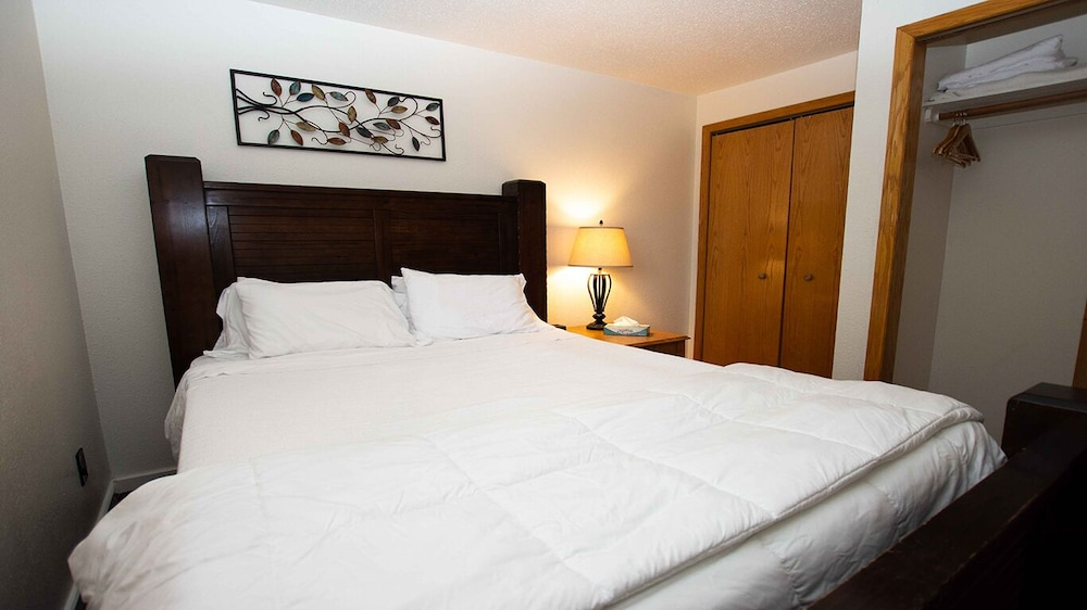 Room, Riverwalk Retreat@dells Vacay Pool Walk to Downtown Dells Waterfront