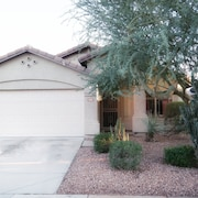 North Phoenix Full Private House, Family Friendly, Close to 101 and 51