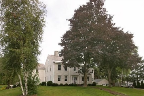 Musterfield House so Close to Williamstown 5500sq ft ,230yr Historic Home
