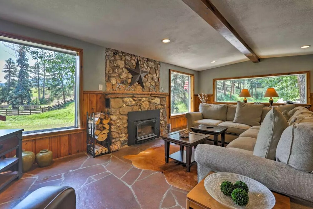 Fully Restored Cabin With Private Hot Tub On Historic Ranch In