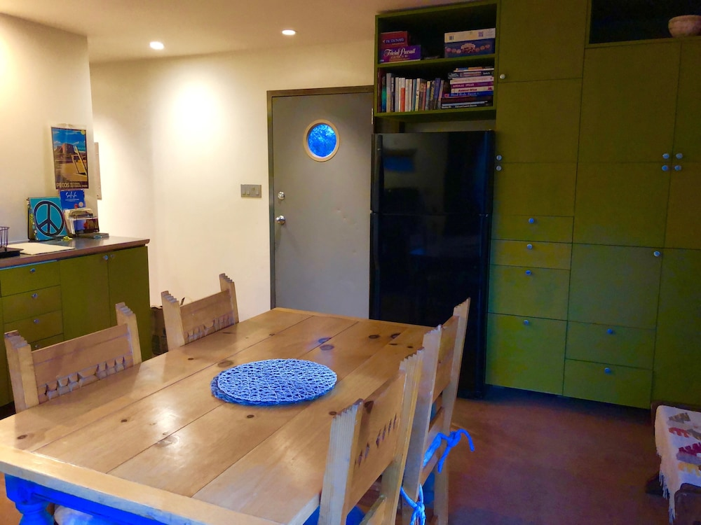 Private Kitchen, Modern Cabin In The Woods - Family And Pets Friendly