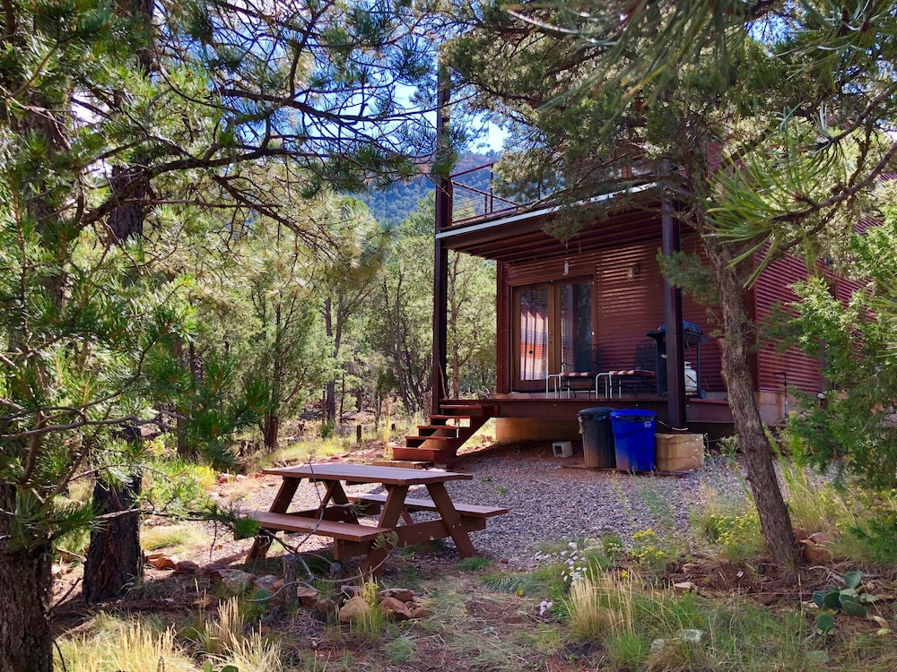 Featured Image, Modern Cabin In The Woods - Family And Pets Friendly