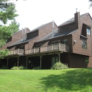 Burkeside Condo Steps Away From Sherburne Lift and Lodge. Direct KT Access!