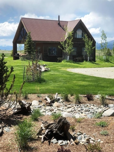Property Grounds, The Famous Golden Grizzly Cabin / Free Gift Certificate!