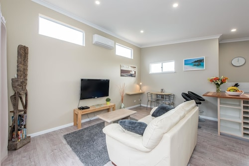 Prestigious Northshore Guest House - Comfortable Living Close To Mullaloo Beach