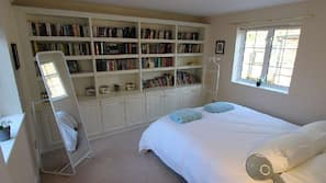 7 bedrooms, iron/ironing board, cots/infant beds, WiFi