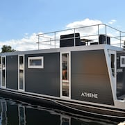 Cozy Floating Boatlodge, Athens, 4 Persons, 2 Bedrooms Maastricht