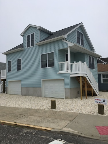 Brand New Beach House: Accross The Street From Beach: 400 Feet To Jenkinson's
