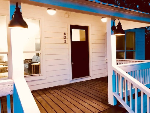 Charming Bungalow in Downtown Tishomingo - Walk to Main St!