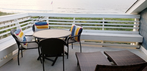 Oceanfront Beach Condo! Amazing Views Free Wifi-pool-linen