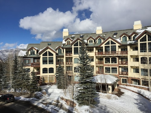 Luxury Ski-in/out Condo in Beaver Creek Village Core. Walk to Everything!