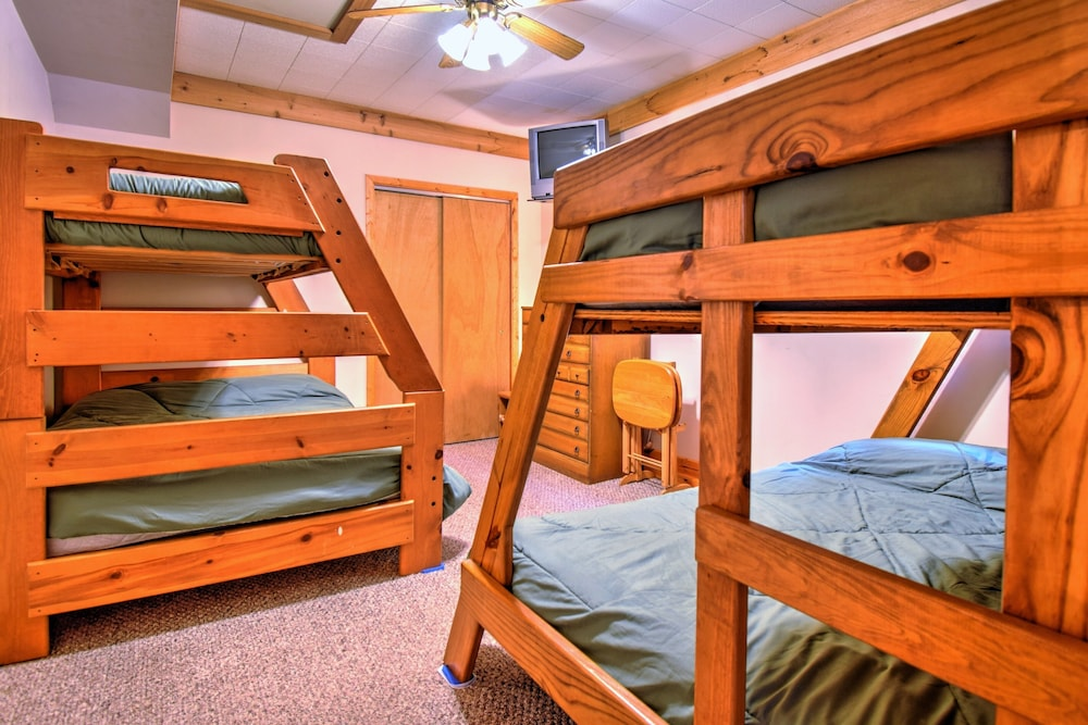 Room, Cozy Cottage on Grand Portage Lake, Right on ATV and Snowmobile Trail!