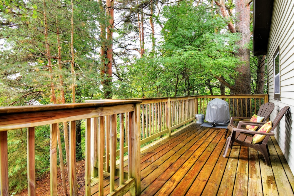 Balcony, Cozy Cottage on Grand Portage Lake, Right on ATV and Snowmobile Trail!