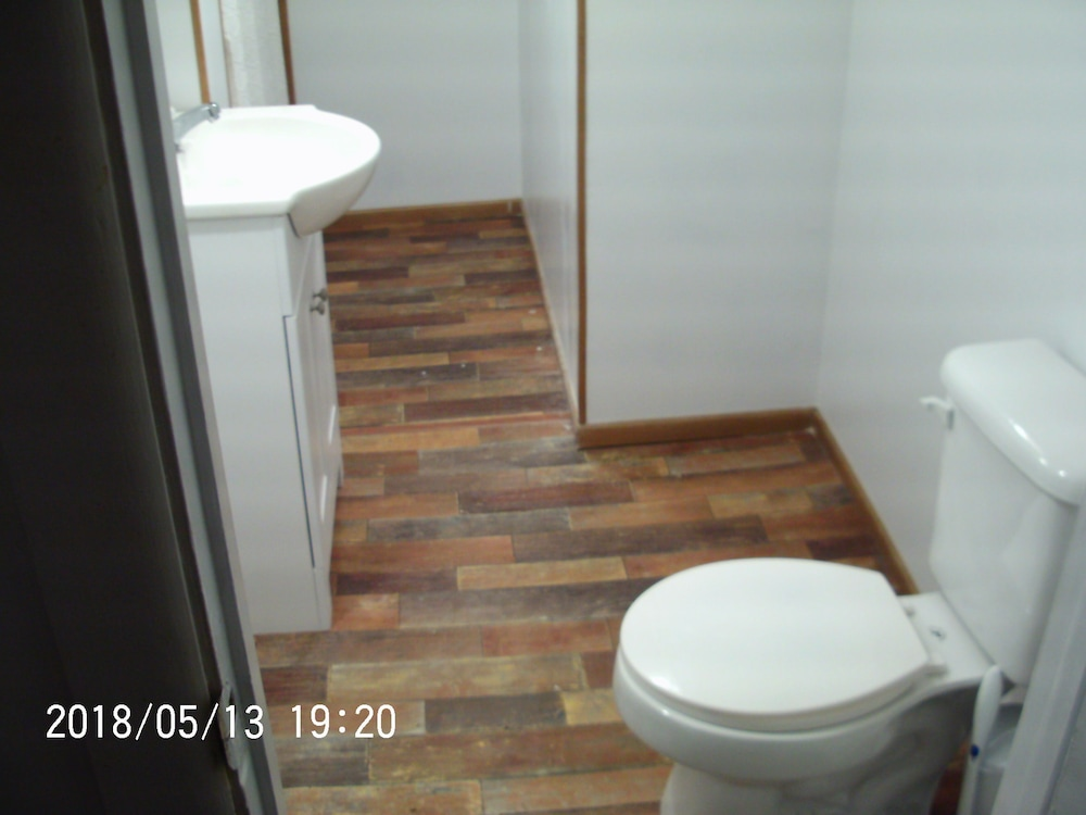 Bathroom, Two Bedroom Vacation House ~ Walking Distance To Crater Of Diamonds