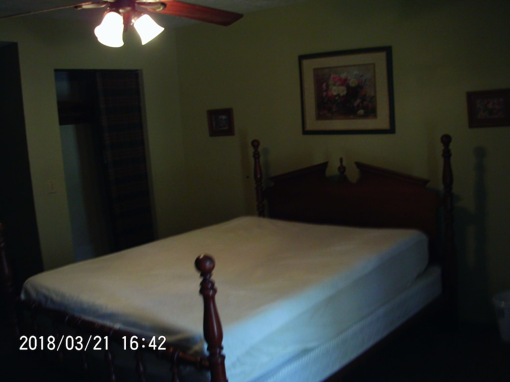 Room, Two Bedroom Vacation House ~ Walking Distance To Crater Of Diamonds