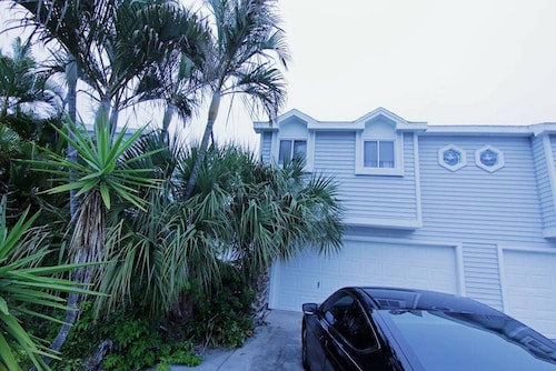 Adorable Condo- Located 5 Miles Away From Honey Moon Island!