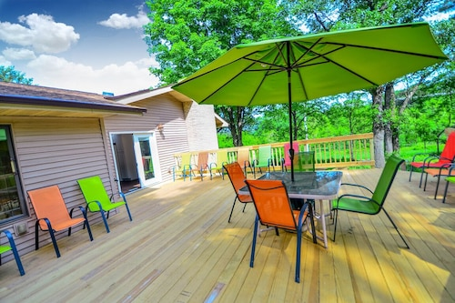 NEW Listing Bigfoot Bungalow @ Dellsvacay Spacious 5BR Mins to Wis Dells