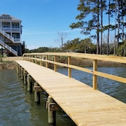 Boating Family Paradise for 10 With Private Dock & Kayaks