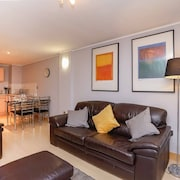Leeds City Centre Apartment with River View