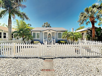 2BR Gulfport Beach Bungalow 2 Bedrooms 1 Bathroom Home